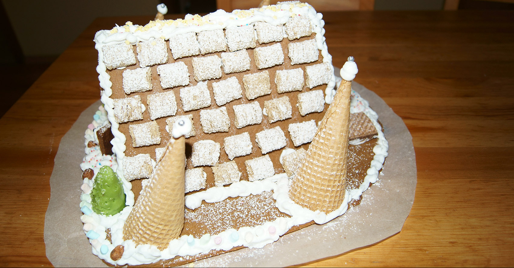 Lebkuchenhaus mit gedecktem Dach