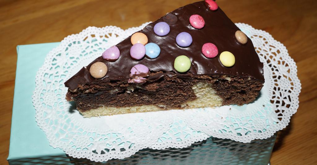 Marmorkuchen Mit Smarties Garniert Leckergebacken