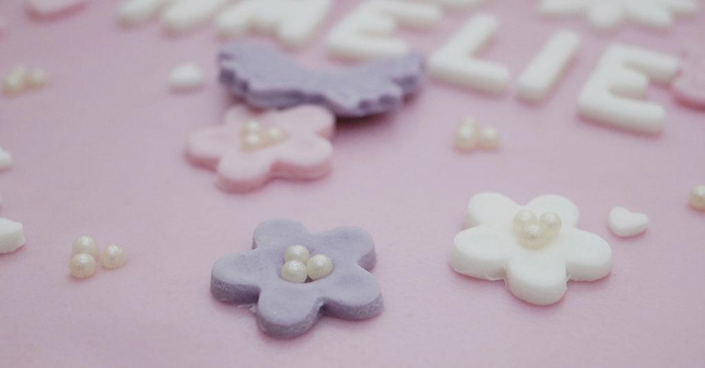 Blumen mit Perlen verziert